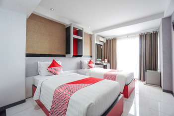 OYO 1318 Hotel Prince Boulevard Manado - Suite Twin Regular Plan