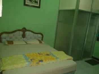 Riyadi Guest House Surabaya - Sakura Room  Regular Plan
