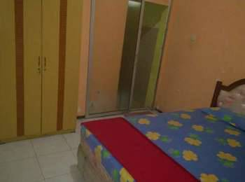 Riyadi Guest House Surabaya - Tulip Room Regular Plan