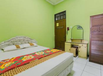 Riyadi Guest House Surabaya - Lily Room Regular Plan