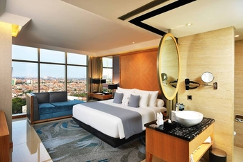 Grand Dafam Signature Surabaya - Executive King Room Regular Plan