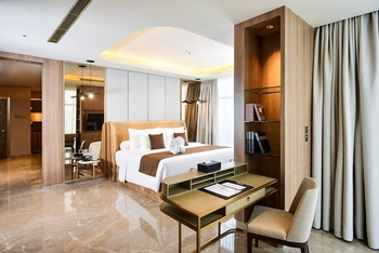 Grand Dafam Signature Surabaya - Royal Suite Regular Plan