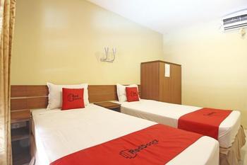 RedDoorz Syariah near Pusat Grosir Solo - RedDoorz Twin Room  Regular Plan