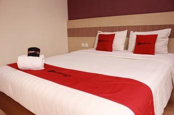 RedDoorz Premium near Bandung Station Bandung - RedDoorz Room 24 Hours Deal