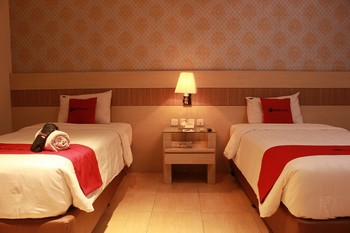 RedDoorz Premium near Bandung Station Bandung - RedDootrz Room Twin Regular Plan
