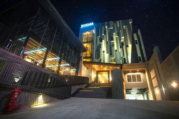 Zoom Dharmahusada Hotel