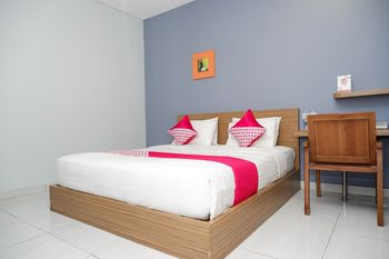 OYO Flagship 1071 Sonic Airport Hotel Semarang Semarang - Deluxe Double Room Regular Plan
