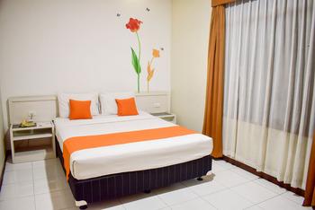 Surya Boutique Hotel Kota Lama Semarang - Deluxe Room With Breakfast + Free Shuttle* + Free Car Wash*  Best Deal
