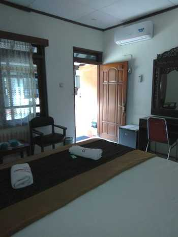 Raya Homestay Klaten Klaten - Deluxe 1 Bed Room Regular Plan