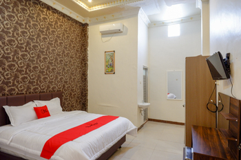 RedDoorz @ Jalan Pattimura Palu Palu - RedDoorz Room Basic Deals Promotion