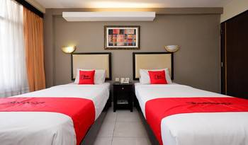 RedDoorz Plus @ Singosari Raya Semarang - Deluxe Twin Regular Plan