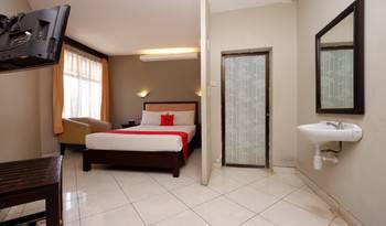 RedDoorz Plus @ Singosari Raya Semarang - RedDoorz Suite with Breakfast Regular Plan