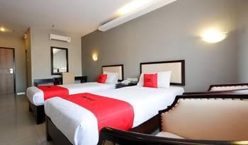 RedDoorz Plus @ Singosari Raya Semarang - RedDoorz Deluxe Twin Room with Breakfast Regular Plan