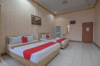 RedDoorz near Hermina Hospital Palembang  Palembang - RedDoorz Family Room Last Minute