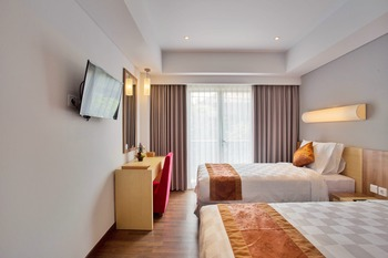 Saris Hotel & Spa Kuta Bali - Deluxe Room Pool View with Breakfast Regular Plan