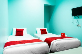 RedDoorz Near Gajah Mada Street Semarang - RedDoorz Twin Room Regular Plan