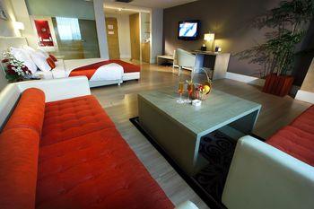 Grand Jatra Balikpapan - Junior Suite - Free AQUABOOM Ticket for 2 persons Regular Plan