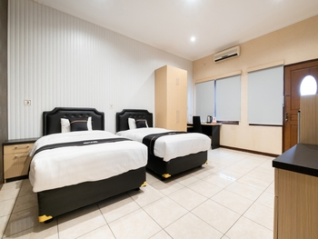 OYO 2469 Cashlez Homestay Yogyakarta - Deluxe Twin Room Regular Plan