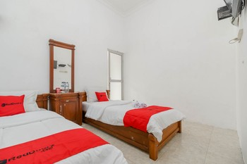 RedDoorz near Watervang Lubuk Linggau 2 Lubuklinggau - RedDoorz Twin Room Regular Plan