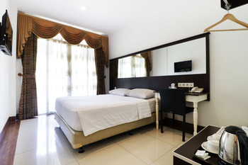 The Victoria Luxurious Guest House Bandung - Deluxe Balcony - Room Only (Non-Refundable) Minimum Stay 3 Days 44%