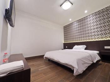 Hotel Aman Karanganyar Kebumen - Superior Sakura Double  Regular Plan