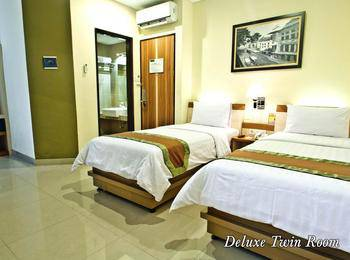 De Batara Hotel Bandung - Deluxe Twin  Room Only Longstay Deals!