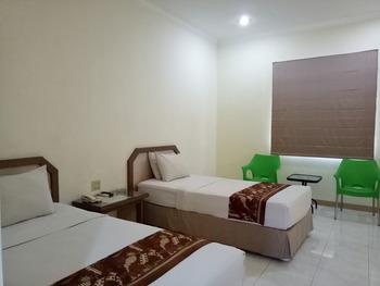 Hotel Sulawesi Jember Jember - Deluxe Room Regular Plan