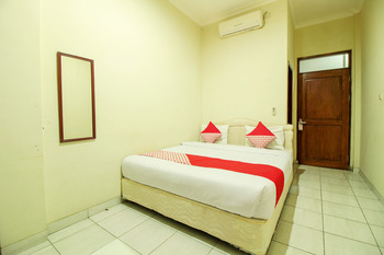 OYO 249 Hotel Astria Graha Bandung - Deluxe Double Room Regular Plan