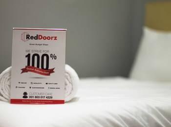 RedDoorz @ Pucang Anom Surabaya - RedDoorz Room Special Promo Gajian