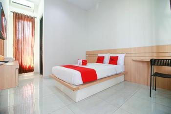RedDoorz Syariah near Universitas Jenderal Soedirman Banyumas - RedDoorz Deluxe Room Best Deal