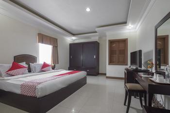 OYO 1114 Hotel Denpasar Makassar Makassar - Deluxe Double Room Regular Plan