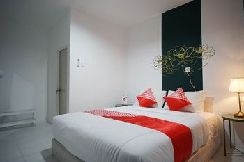 OYO 1125 Sani Guest House Balikpapan - Standard Double Room Regular Plan