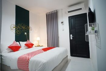 OYO 1125 Sani Guest House Balikpapan - Standard Double Room Regular Plan