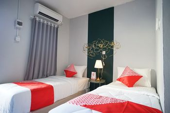 OYO 1125 Sani Guest House Balikpapan - Standard Twin Room Regular Plan