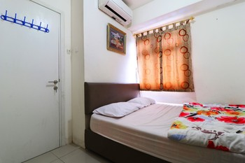 Adaru Property @ Apartemen Green Pramuka Jakarta - Double Room with Shared Bathroom Last Minute Deal