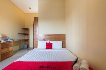 RedDoorz @ Kerta Dalem Sidakarya Bali - RedDoorz Room with Breakfast AntiBoros
