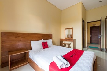 RedDoorz @ Kerta Dalem Sidakarya Bali - RedDoorz Room with Breakfast Basic Deal