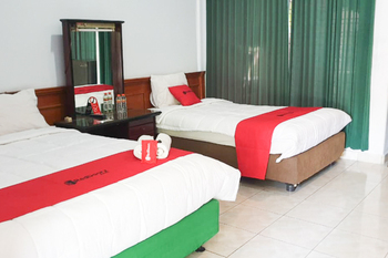 RedDoorz near Bojonegoro Train Station Bojonegoro - RedDoorz Twin Room Basic Deals Promotion
