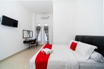 RedDoorz near Makassar Town Square 2 Makassar - RedDoorz Family Room 24 Hours Deal