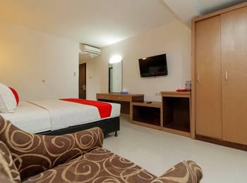 RedDoorz Plus @ Grand Populer Hotel Makassar - RedDoorz Twin Room Last Minute