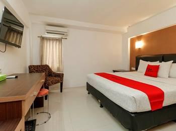 RedDoorz Plus @ Grand Populer Hotel Makassar - RedDoorz Deluxe Room Last Minute
