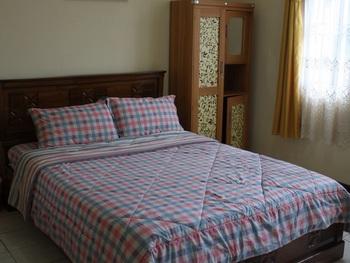Villa Kota Bunga Allamanda Cianjur - 5 Bedrooms Big Deals