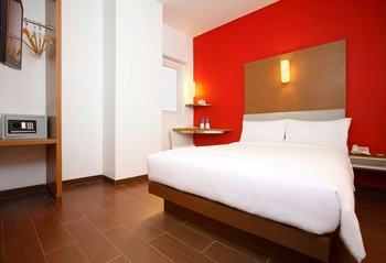 Amaris Season City Jakarta - Smart Room Queen Promotion  Regular Plan