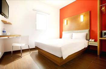 Amaris Season City Jakarta - Smart Room Twin Staycation Offer Regular Plan