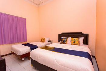 SPOT ON 2697 Homy House Semarang - SPOT ON Triple Room Regular Plan
