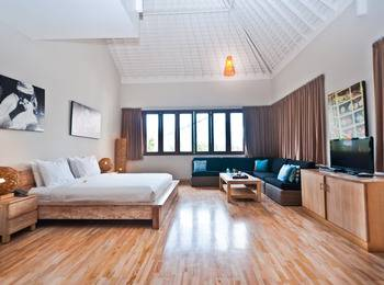 Dipan Resort Bali - Deluxe Suite Room January Seasonal