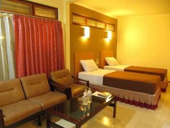 Lestari Hotel & Resto Jember - Deluxe Room Regular Plan
