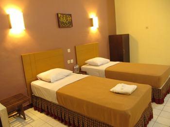 Lestari Hotel & Resto Jember - Kamar Superior Regular Plan