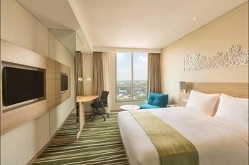 Holiday Inn Express Semarang Simpang Lima - Room, 1 Queen Bed, Smoking Regular Plan