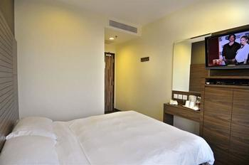 Value Hotel Thomson Singapore - Standard Double Room, 1 Queen Bed, No Windows Regular Plan